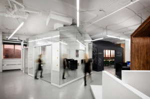 Glass house.BICOM-Office-Jean-de-Lessard-3