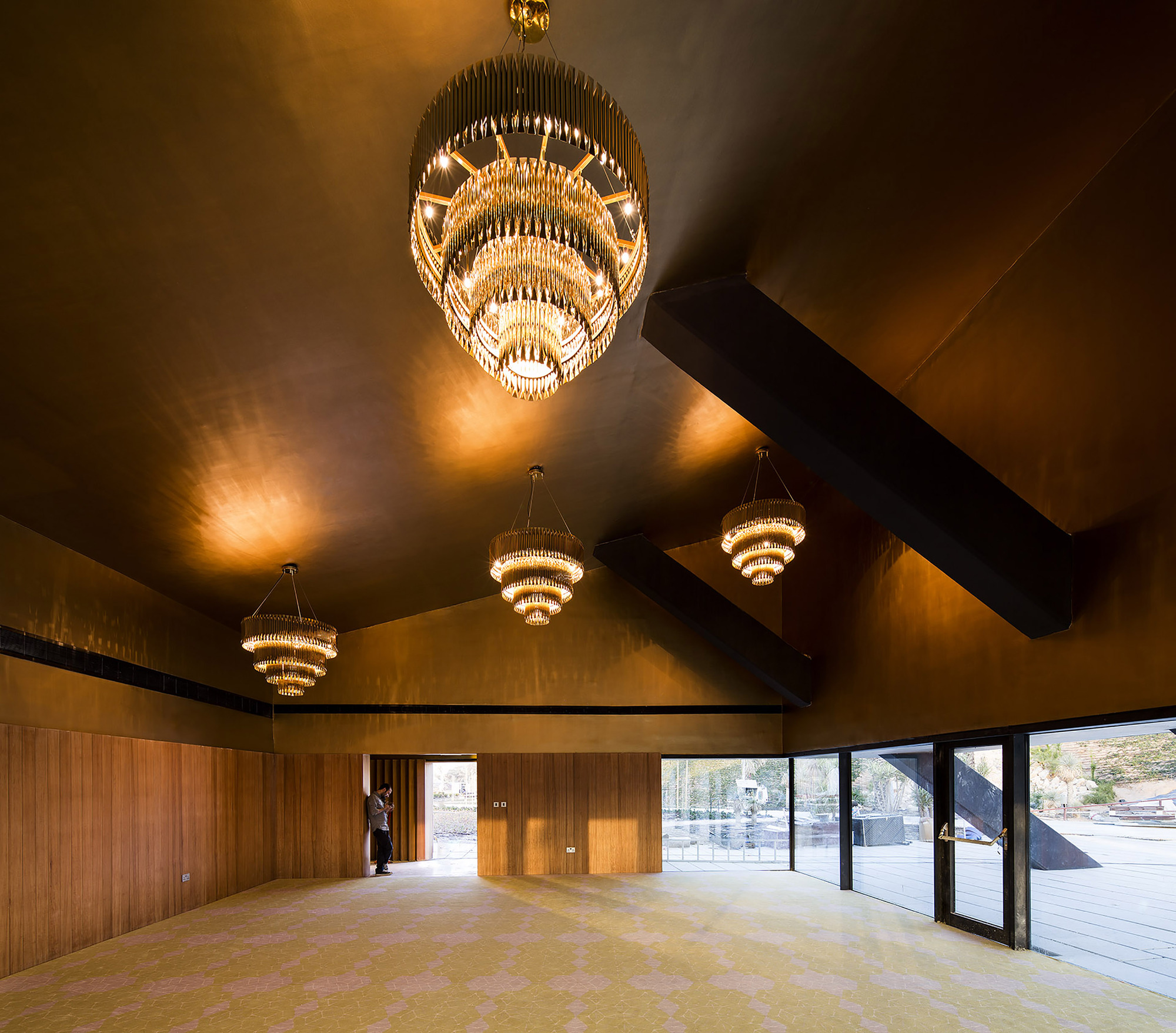 ceiling.too bright. lighitng.contemporary-lighting-mistakes